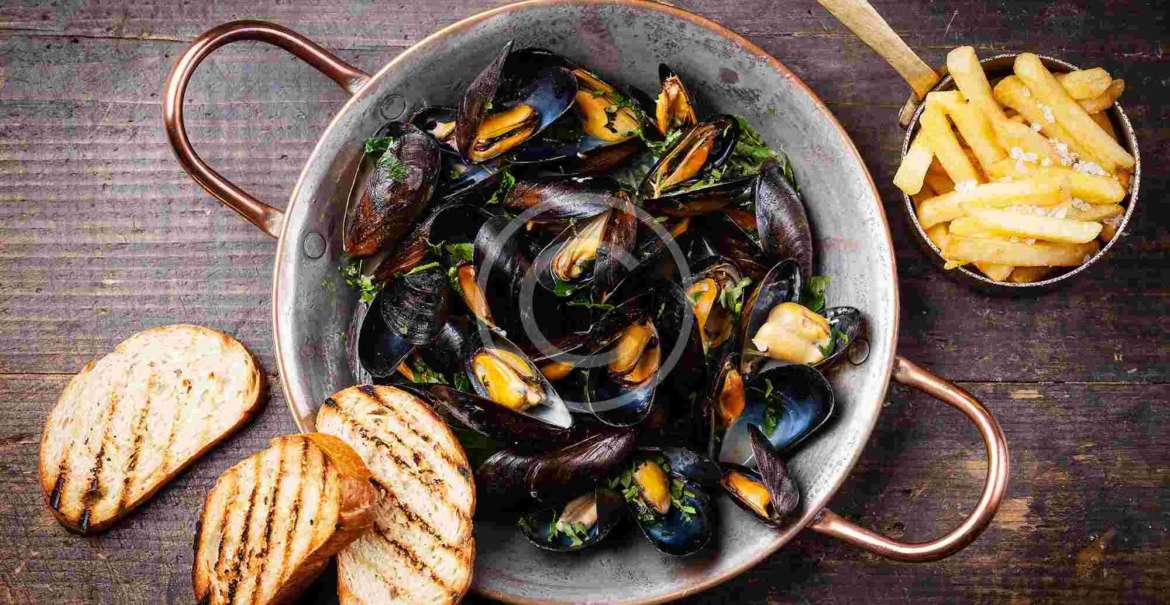 Thai-Style Mussels with Herbs and Coconut Broth